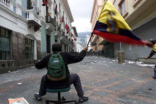 Manifestaciones en las calles de Ecuador - Foto del usuario @de_plazza en Twitter
